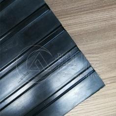 1206 Cobbled Top Stable Mat